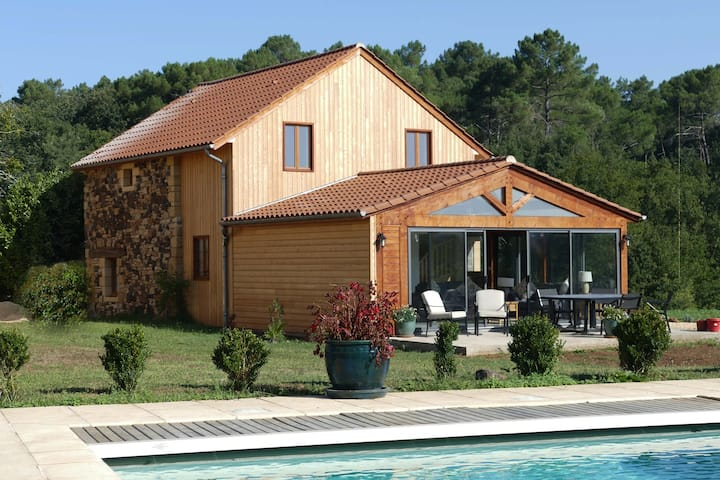 Le Noyer- a luxury, renovated Barn near Sarlat