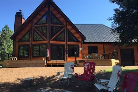 New, Large, Cozy Lakefront Log Cottage in Muskoka! - Baysville