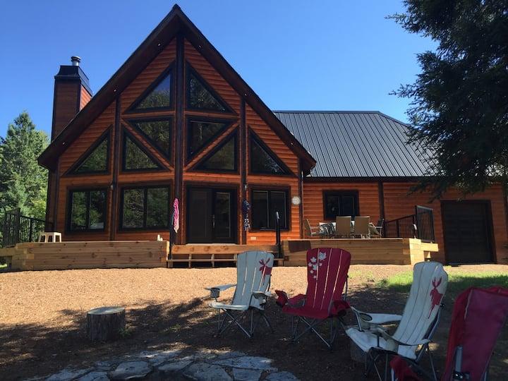 New, Large, Cozy Lakefront Log Cottage in Muskoka!