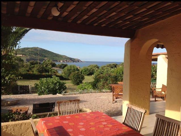 villa bord de mer 70 m2  tout confort beau jardin - Cargèse - House