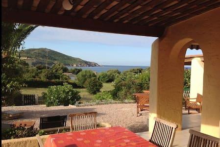 villa bord de mer 70 m2  tout confort beau jardin - Cargèse
