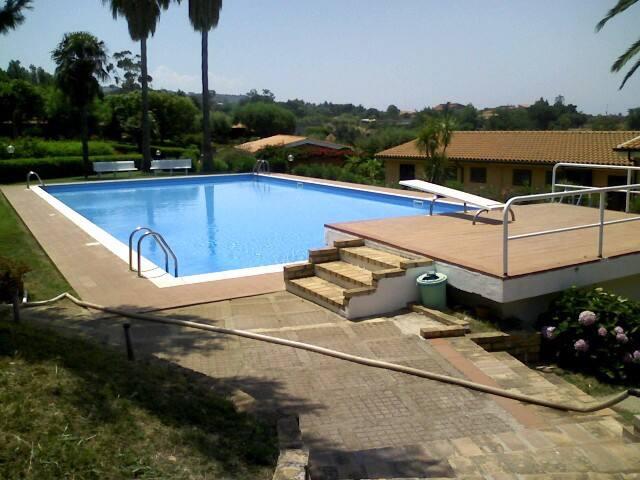 Residence immerso nel verde , custode, 2 piscine .