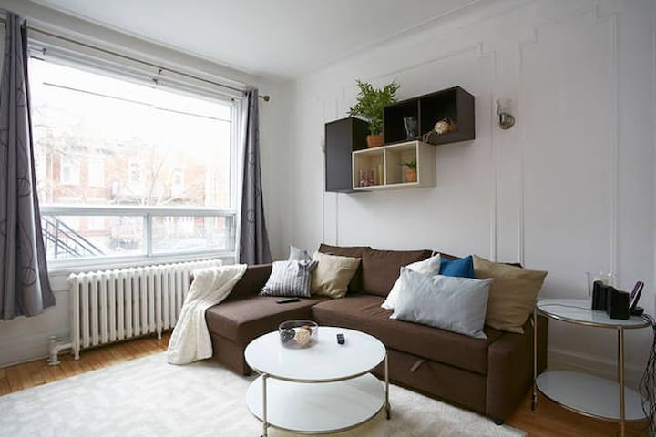 Newly furnished Mile End apartment for up to 6.