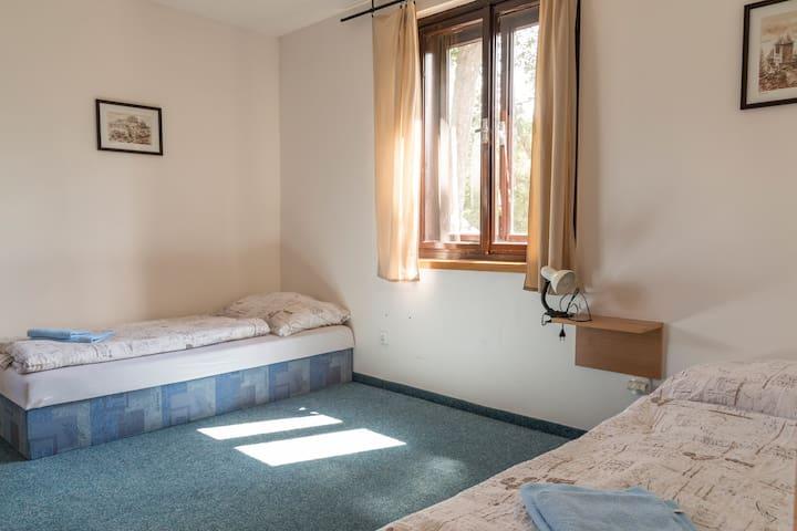 Dvoulůžko s oddělenými postelemi OutlineB&BJiřičná