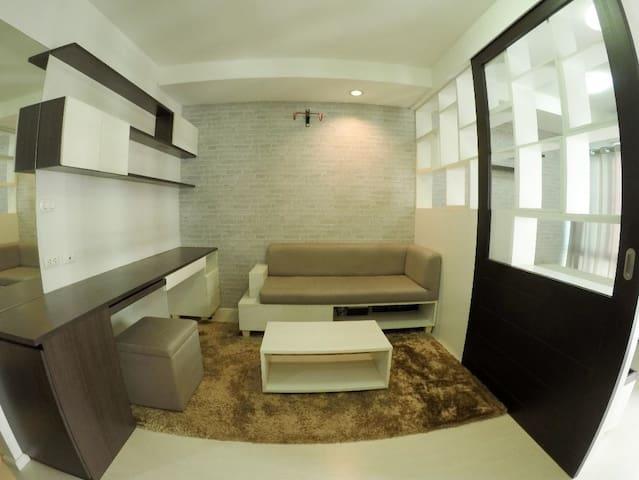 For rent!! The Log3 Condominium Full furnish