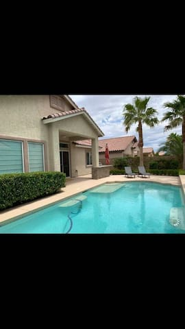 Las Vegas house w/ pool 5 miles from the strip