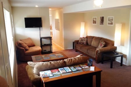 Sunny Naramata guest suite for 2+ - House