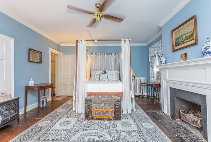 Blue Room - Holladay House Bed and Breakfast