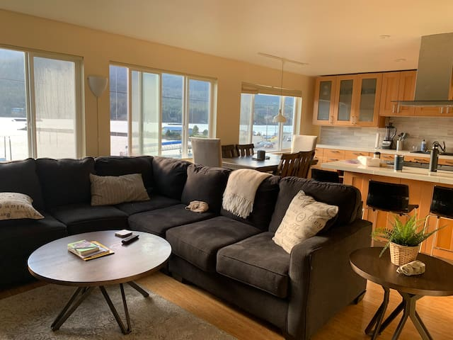 Modern Alaskan Waterfront Condo (NEW)