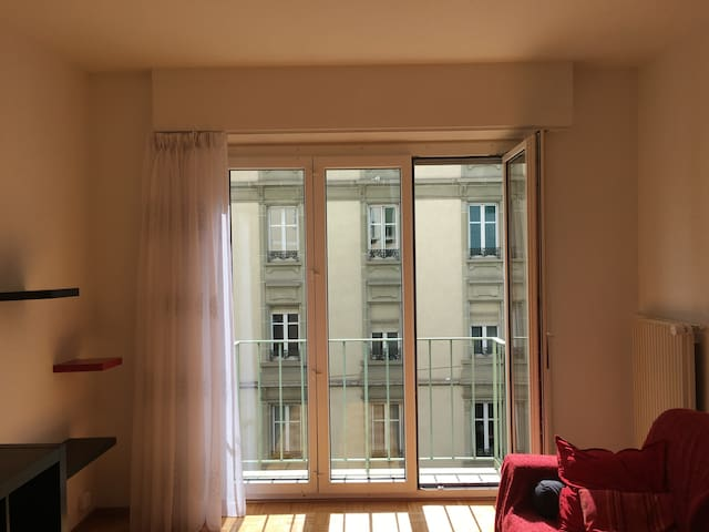 Bright, Modern room in Central Lausanne