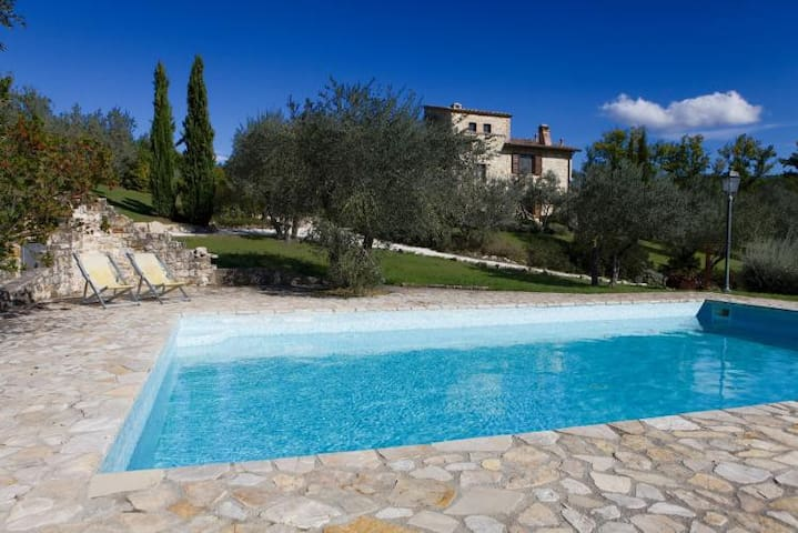 Beautiful farm house with private pool and AC - Piedicolle - House