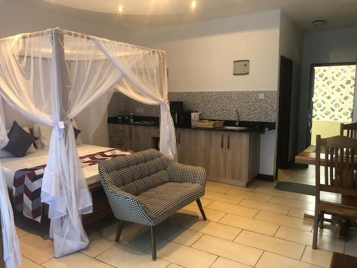 Cowrie Shells Beach Apartments - Studio A11