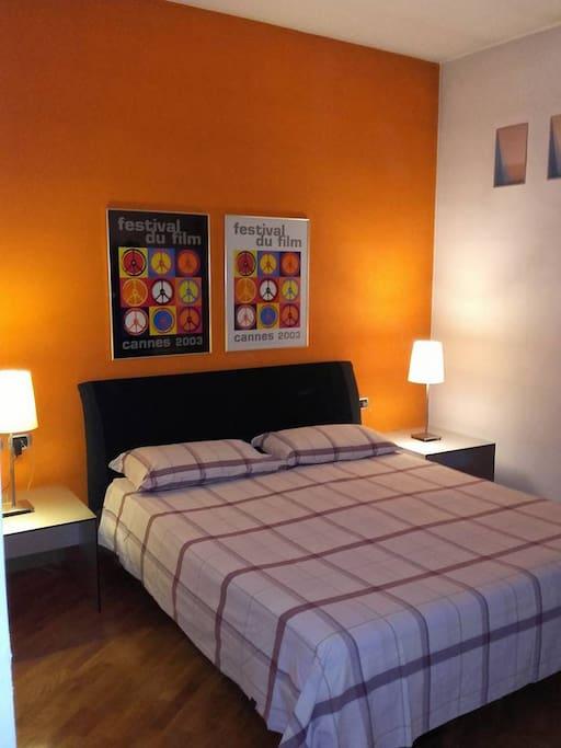 La camera matrimoniale.Double  bed room. Υπνοδωματιο με διπλο κρεββατι