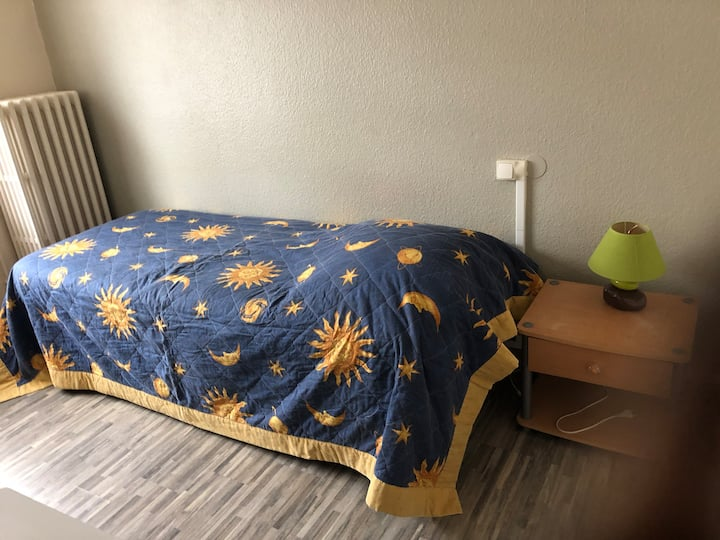 Chambre meublée 1 P SDD-Wc Cuisine comm Pro Catten