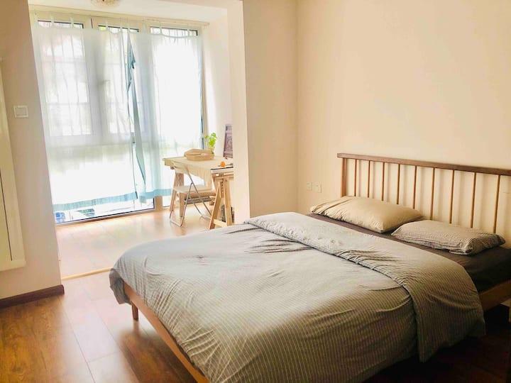 北七家精装新房一室一厅一厨一卫卧室朝南带阳台