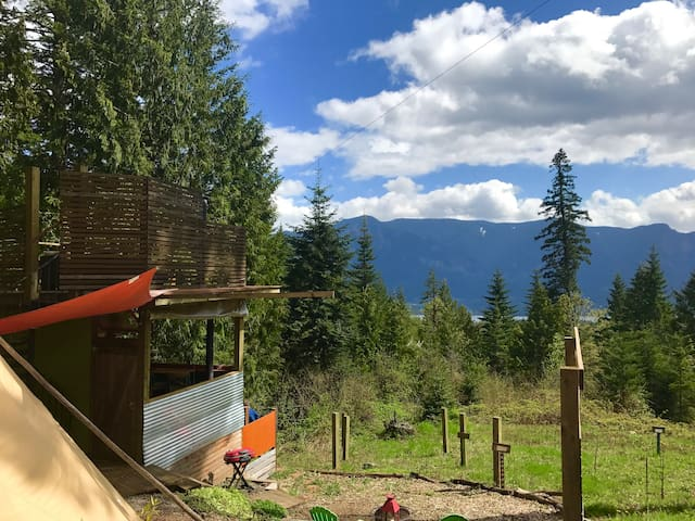 Glamping in Columbia River Gorge with a view