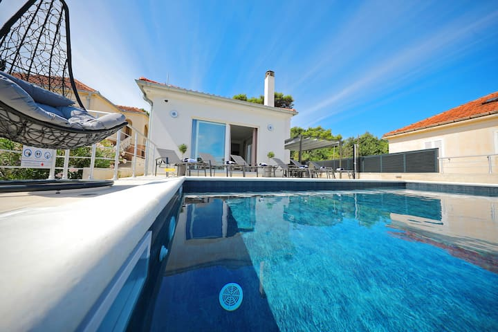 Villa Lapis with Private Pool
