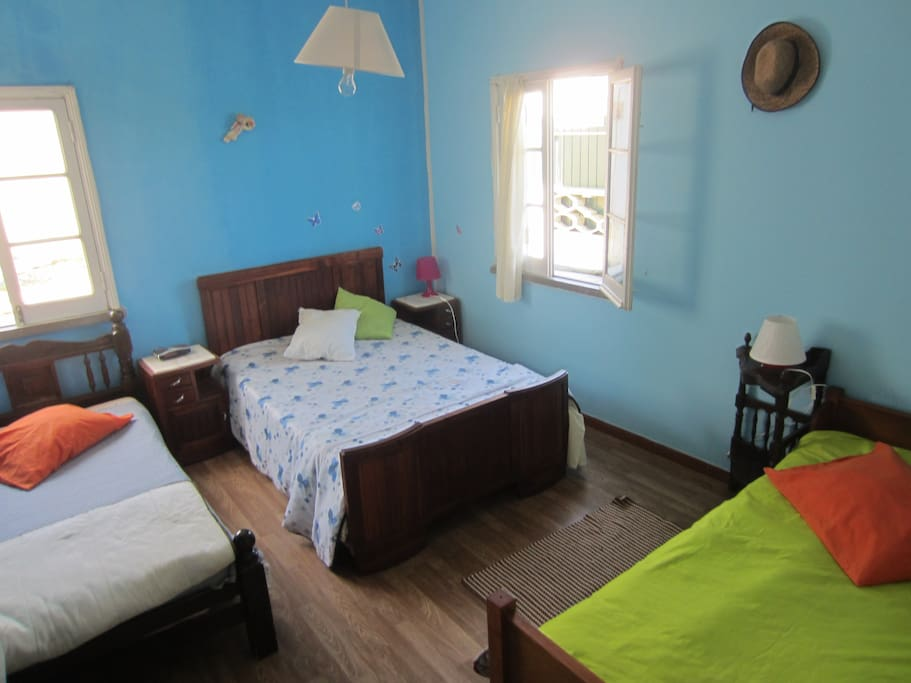 triple single room, with one double bed and two single, also good for 3-4 pax