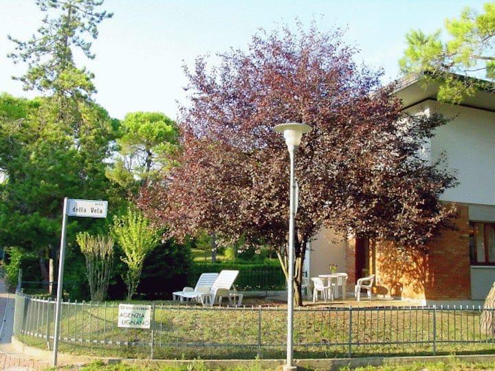 Lignano Pineta villa with garden