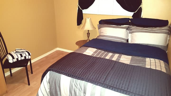 Pillowtop comfy bed, parking, wifi & fridge.