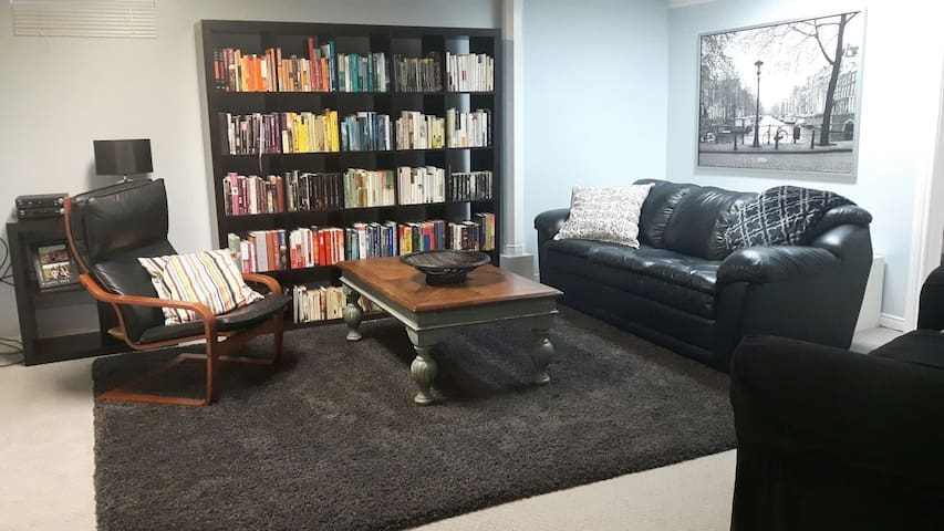 Spacious Basement Apartment with Breakfast - Hamilton - Apartament