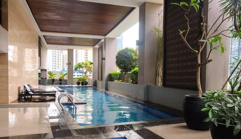Modern Makati Studio Great Location for Travelers