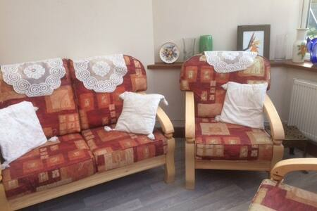 Self catering two bed home near M4 & amenities