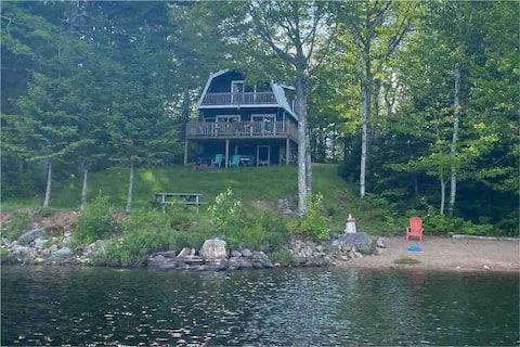 Sherbrooke House , Sherbrooke Lake cottage escape