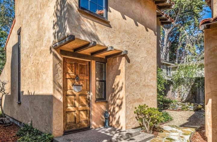 Beautiful Cottage close to the Beach&Downtown!