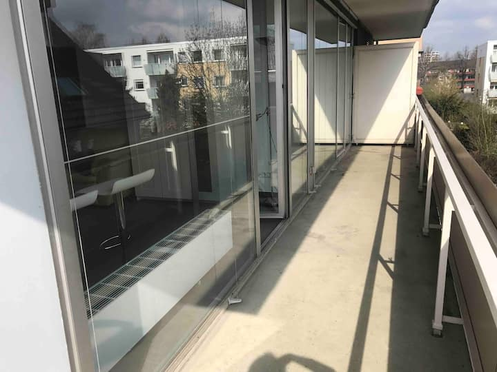 2 Zimmer Wohnung mit großem Balkon