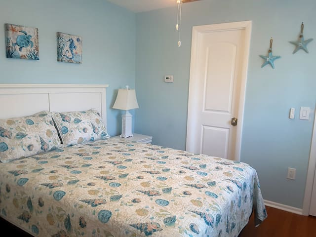 Newly remodeled 1 BDRM, a short walk to the beach