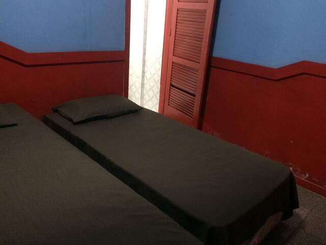 Suíte em hotel com ventilador e TV - Belém