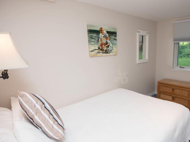 Two bedroom Apartment Suite - Kingston - Bed & Breakfast