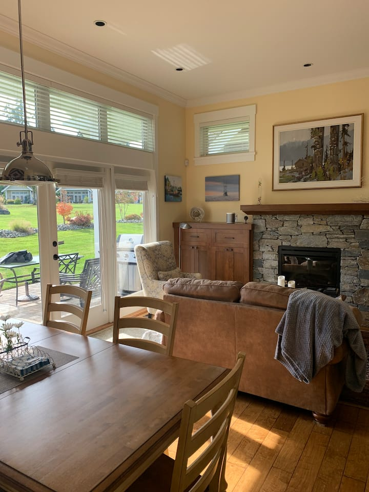 Beautiful Qualicum Beach Home for March/April 2021