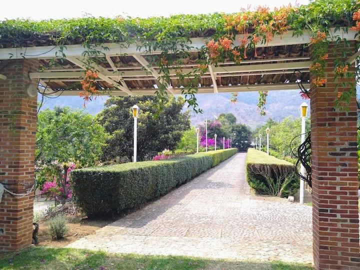 Habitación sencilla en hermosa Finca Santa Teresa