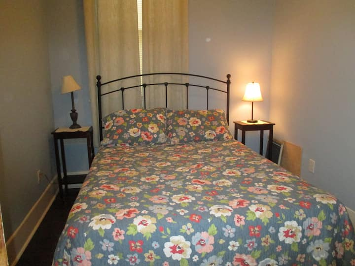 Full apartment $1400/m (30day min)Easy to DOWNTOWN