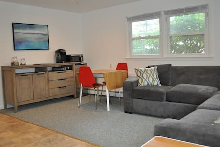 Westhampton Beach Suite Sleeps 6 - Westhampton Beach - Apartment