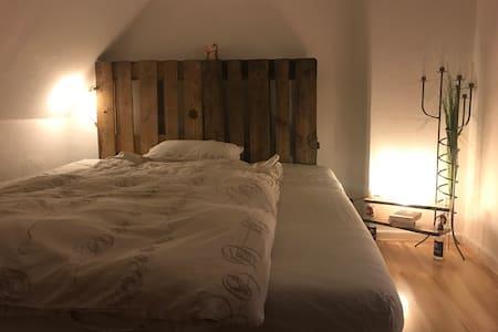 Tolles Zimmer mit Waldblick - Groß Kummerfeld - Bed & Breakfast