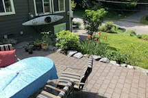 Cozy Wooded Suite near the Waterfront with Hot Tub