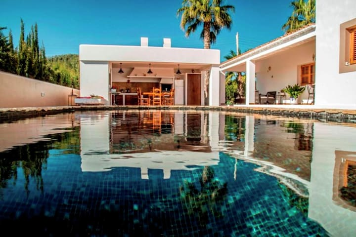 Ideally located villa with pool a short drive from Ibiza town and the beach