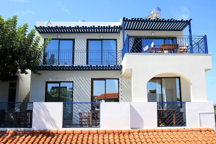 Apartment complex within the premises. The bottom right bungalow is a 50 m2 apartment for 4 - and the two on the left are 30 m2 studios fully equipped with kitchenware, microwave kitchenette etc.The 90m2 loft can host 8 people in total.