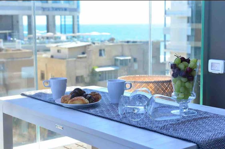 ☆Phenomenal flat with a sea view on Royal Beach☆