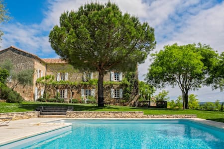 Luxury French farmhouse w/pool and panoramic views - Teyssode - Hus