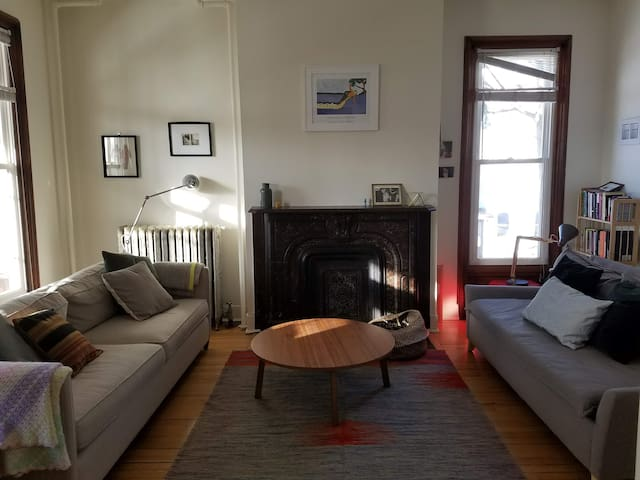 Charming big 1 bed apt in historical home sleeps 4