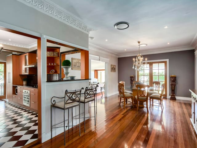 French Luxe in Wavell Heights, Brisbane with pool - Wavell Heights - Huis