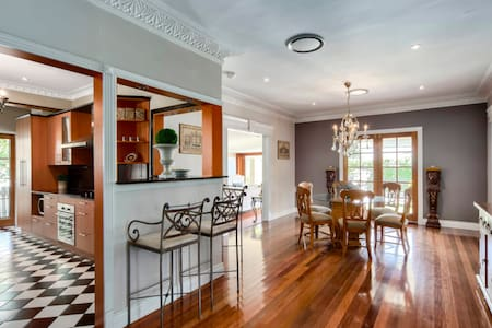 French Luxe in Wavell Heights, Brisbane with pool - Wavell Heights - 一軒家