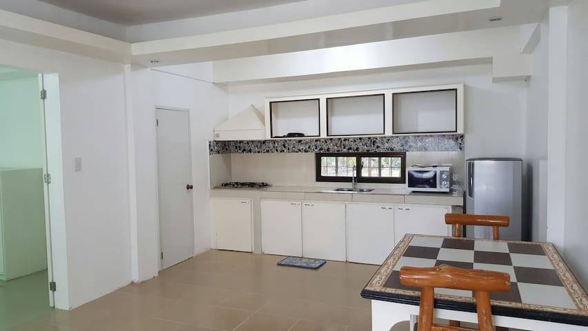 Yama Byu Apartment (sea & mountain view with pool) - Puerto Galera - Appartement