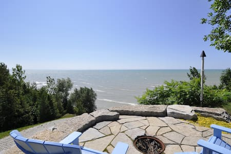 Family cottage near Grand Bend & Bayfield-sleeps 8 - Zürich - Talo