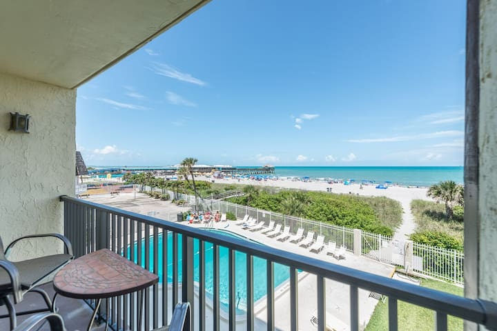 Beautiful Direct Oceanfront Views - Next to the Pier - Fully Renovated