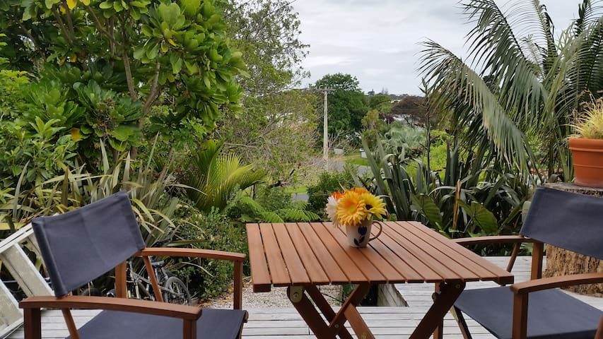 Sunny Studio only 5 minutes walk to Oneroa beaches - Auckland - Dům